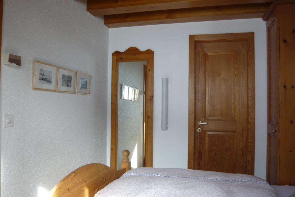 Schlafzimmer Ferienwohnung Severina Arosa