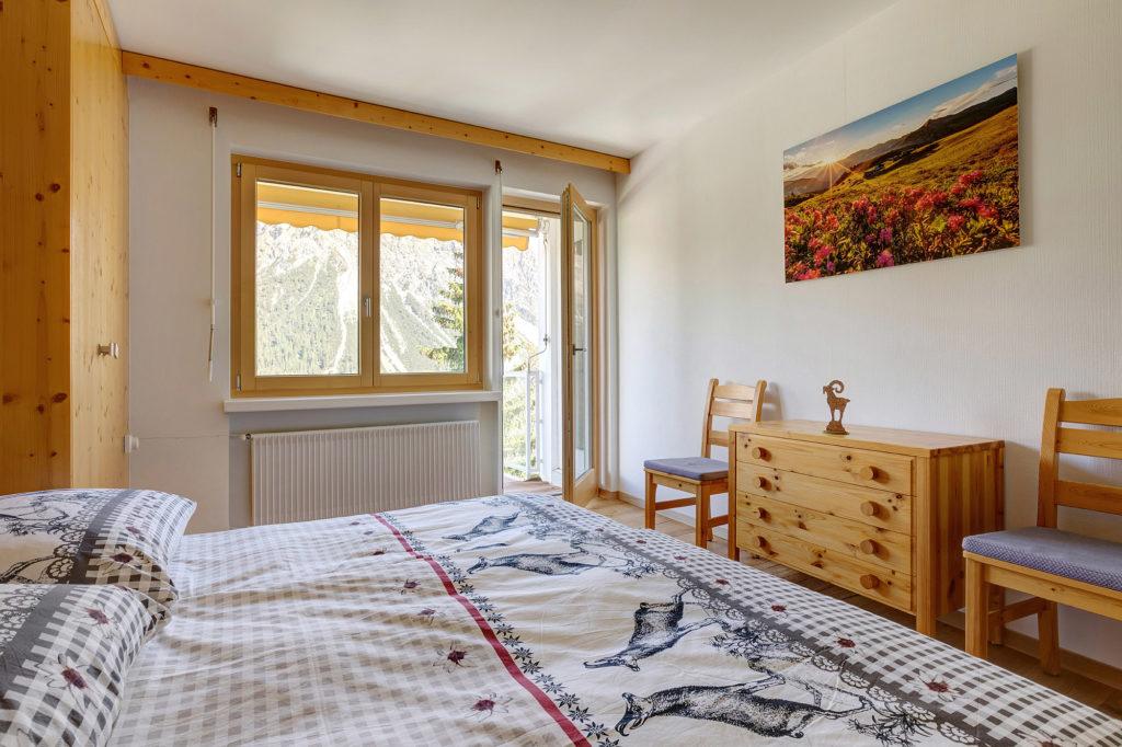 Schlafzimmer Ferienwohnung Arosa eve-adams-ferienparadies